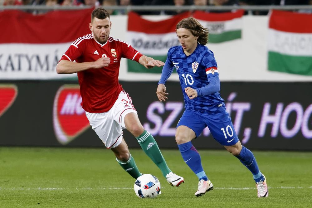 Szalai és Modric. Fotó: Laszlo Szirtesi/Shutterstock.com
