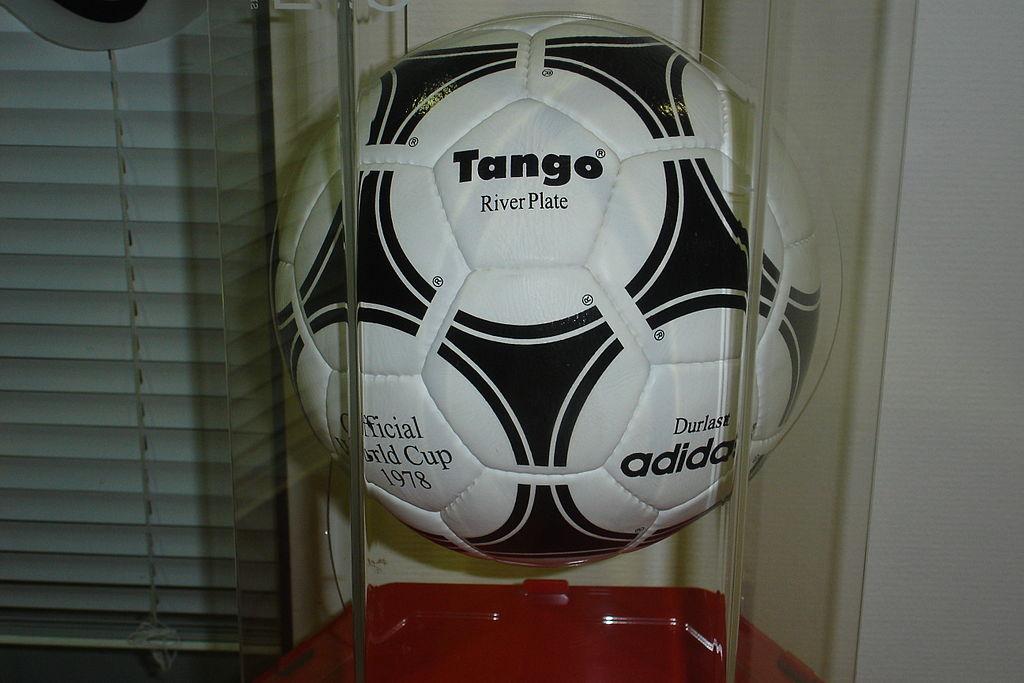 Adidas Tango River Plate. Fotó: Zac allan/Wikipédia