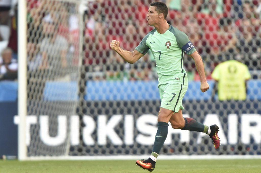 Lyon, 2016. június 22. A portugál Cristiano Ronaldo örül góljának a franciaországi labdarúgó Európa-bajnokság F csoportja harmadik fordulójában játszott Magyarország - Portugália mérkõzésen, Lyonban 2016. június 22-én. MTI Fotó: Illyés Tibor