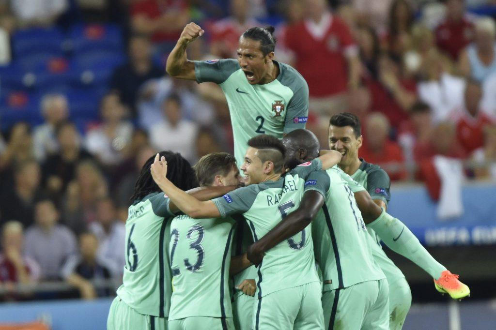 A portugálok örülnek a második gólnak. MTI Fotó: Illyés Tibor